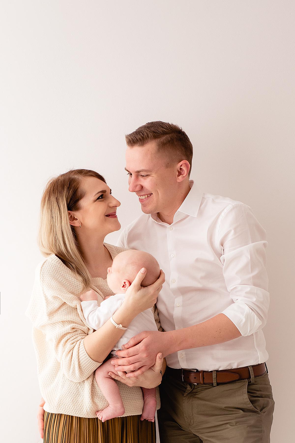 naturalna sesja noworodkowa fotogroszki